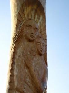 Ādams un Ieva paradīzes dārzā. Ērika Delpera skulptūra. (No E.Taivānes fotoarhīva)