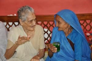Attēls no http://pixabay.com/en/woman-old-india-people-person-82288/