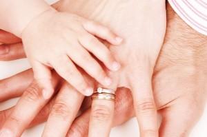 Attēls no http://pixabay.com/en/child-concept-family-finger-girl-17387/