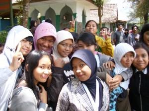 Indonēziešu meitenes. 2008.g. Attēls no L.G. Taivana fotoarhīva