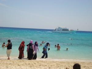 Musulmaņu sievietes Ēģiptē. 2011.g. Attēls no Lina Skaisgirienes fotoarhīva