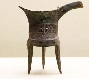Šādus traukus ķīnieši izmantoja Šan-Iņ dinastijas valdīšanas laikā (1600.g. pirms Kr.), lai upurētu senčiem. Attēls no http://pixabay.com/en/fischer-boot-catch-fish-man-india-52209/