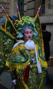 Ķīniešu jaunā gada svinības Parīzes ielās. Attēls no http://pixabay.com/en/paris-france-chinese-new-year-93533/