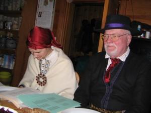 Veļu mielošana Mazsalacas Ģendertos 2012.g. novembrī. Nama tēvs un māte. Attēls no E. Taivānes fotoarhīva