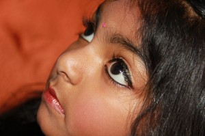 Indiešu meitenīte. Attēls no http://pixabay.com/en/child-children-face-face-193984/
