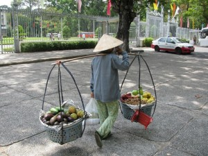 Strādājošā indonēziešu sieviete.